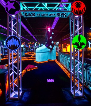 Kiss mini golf