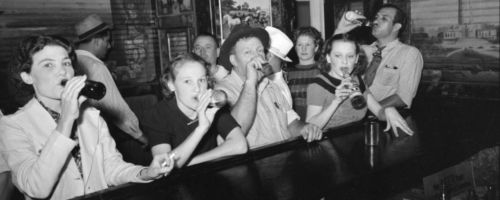 Men and women drinking beer at a bar in Raceland, Louisiana, September 1938.