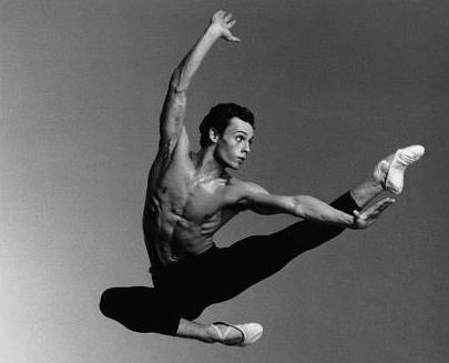 Isaac Mullins performing ballet