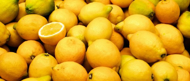 A large pile of lemons