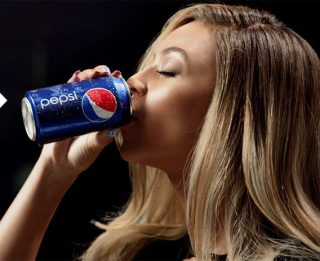 Beyonce drinking a can of Pepsi