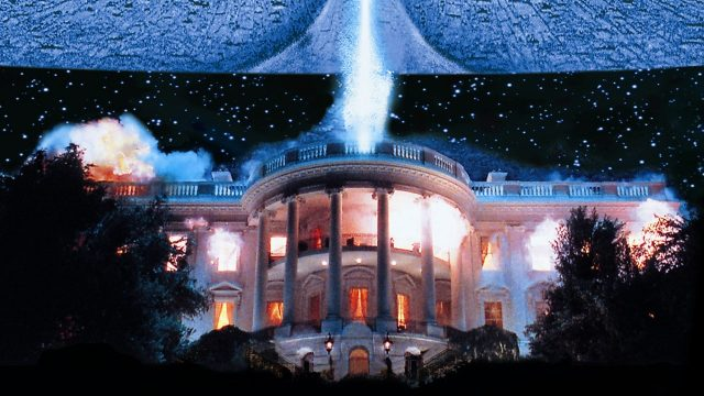 An alien spaceship destroys the White House in a still from Independence Day