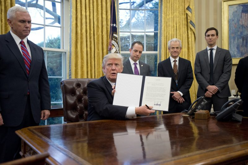 Trump signs TPP executive order