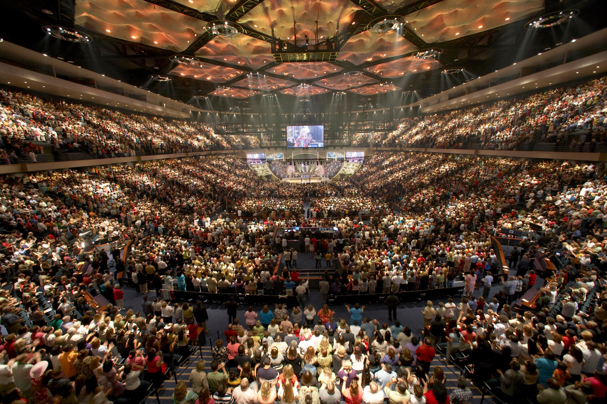 The mega-churches making mega-bucks
