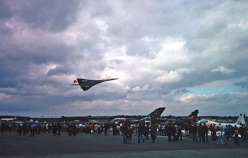 Concorde_at_Farnborough_Airshow_1978