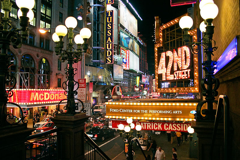 800px-42nd_Street_in_New_York