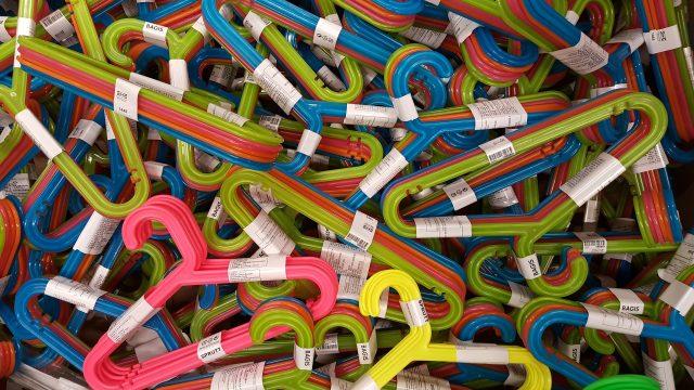 hangers-1243436_1920