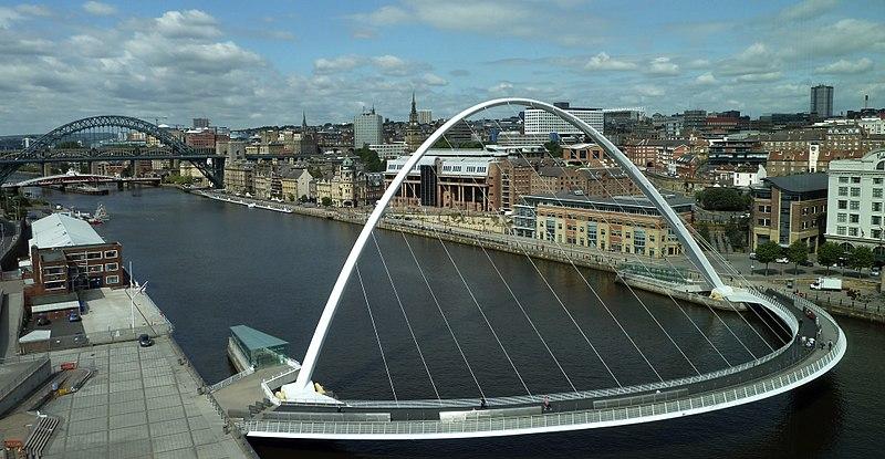 800px-Newcastle-upon-Tyne-bridges-and-skyline_cropped