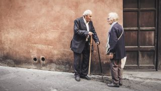 Old_people_conversing_(Unsplash)