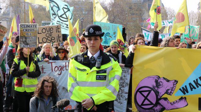 extinction-rebellion-london-police-offer-2772602