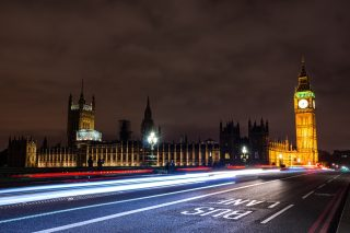houses-of-parliament-london_t20_BAX63P