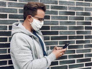 side-portrait-urban-portrait-man-one-person-young-adult-prescription-glasses-using-mobile-device_t20_Bm3p2x
