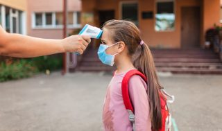 back-to-school-teacher-measuring-temperature-with-non-contact-thermometer-medical-mask-safety_t20_P0eW4p