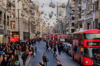 christmas-shopping-on-oxford-street-london_t20_pR7WYe