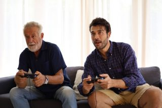 happiness-time-dad-and-son-for-playing-video-games-at-home_t20_gLjG07