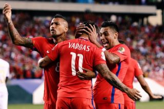 celebration-soccer-field-soccer-chile-celebrating-soccer-players-soccer-team-soccer-match_t20_9JNLb2