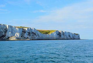 coastline-sea-sailing-white-english-dover-white-cliffs-cliffs-of-dover-england-coast-seaside-england_t20_mljyjl